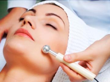 Peeling facial con puntas de diamante: un extra de juventud para tu piel.